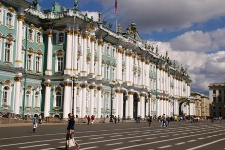 Saint-Pétersbourg 05 Place du Palais (9) Ermitage.JPG